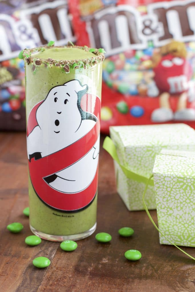Ghostbusters slime smoothie with M&Ms rim